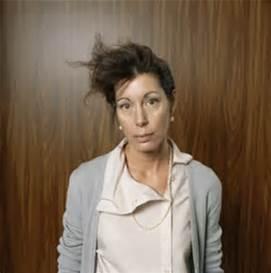 messy-hair-busines-woman